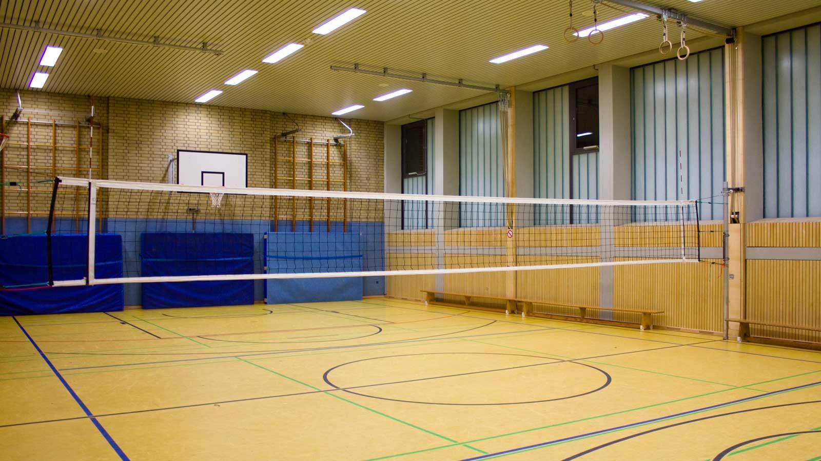 Innenansicht der Sporthalle der Abendrealschule der Stadt Köln
